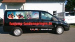 Fahrzeugbeschriftung mit Digitaldruck und Fensterlochfolie